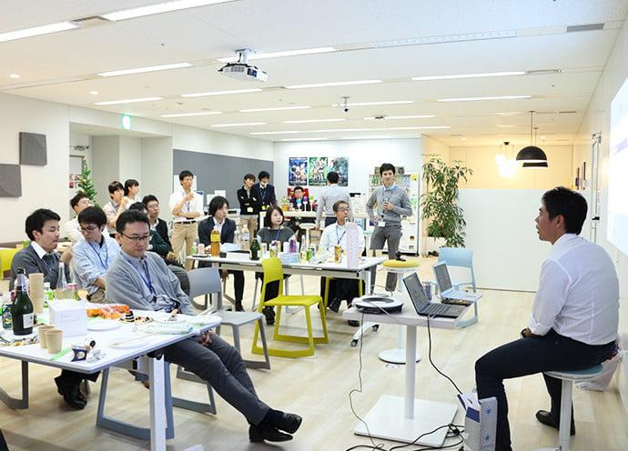 オフィスのイベントスペースで定期的に開催されているトークイベントです。